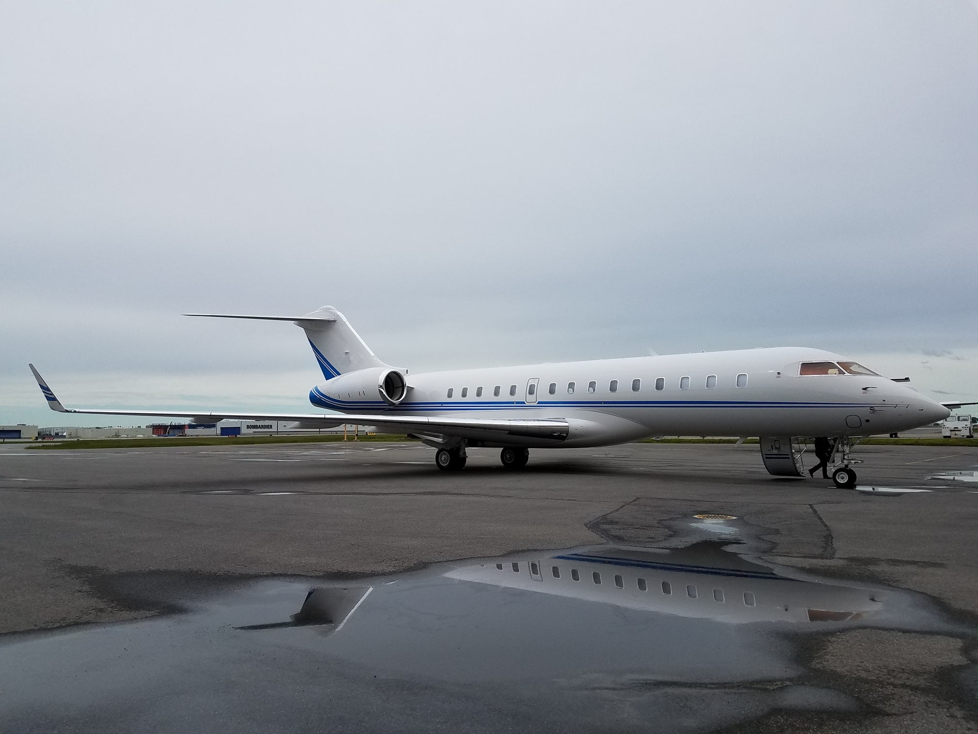 HK Bellawings manages brand new Bombardier Global 6000_2